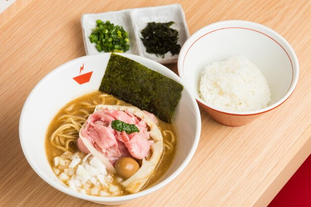 残ったスープを余さず楽しめる蟹そば+雑炊セット(980円)