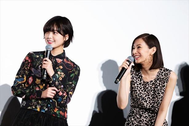 映画「響-HIBIKI-」の舞台挨拶に登壇した平手友梨奈と北川景子