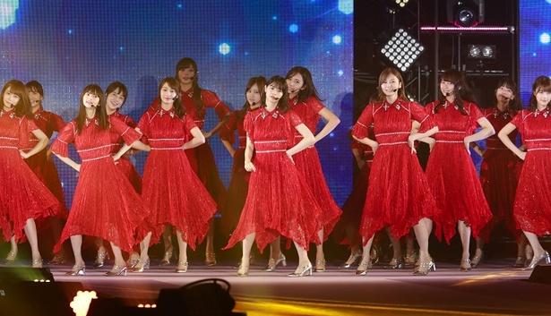 乃木坂46が、GirlsAwardのライブステージに出演した