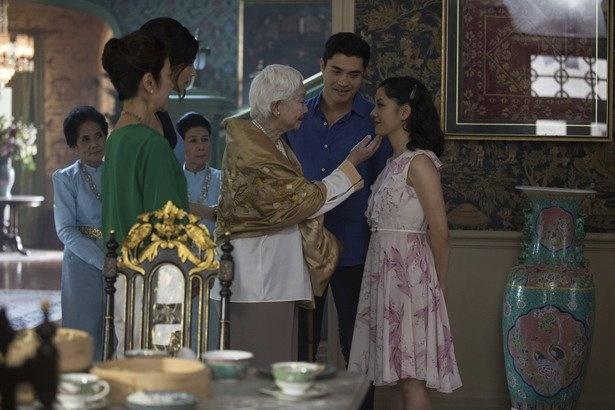 """一族の""""女帝""""であるアー・マー(=中国語で祖母の意)は、孫のニックがお気に入りで、30年以上たっても嫁のエレノアを完全には認めてません。ニックのママも苦労してきたのね…"""