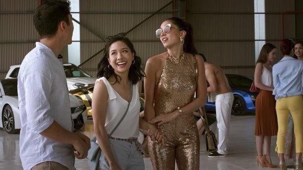 世界の富裕層が暮らすシンガポールに、レイチェル(左から2番目)も大興奮! マリーナ・ベイ・サンズのインフィニティ・プールから人気のホーカー(屋台村)まで名所が続々登場!