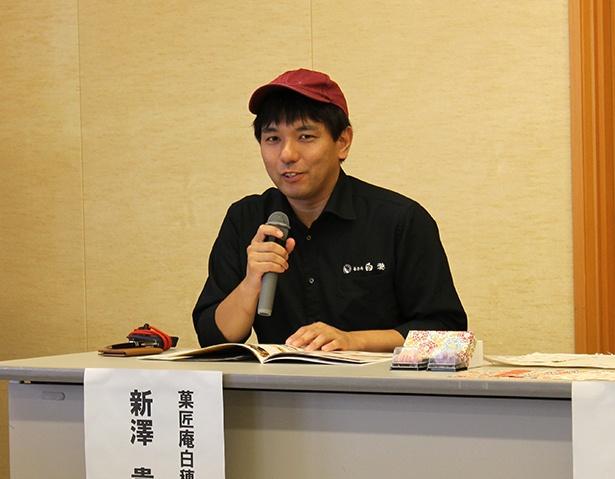 「和菓子工房見学&手作り和菓子体験」では和菓子工房を一般向けに初公開!案内人の新澤さんは、なにわの名工の表彰も受けた菓子職人