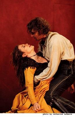 """ビゼーの名作「カルメン」 """"Carmen"""" Photo by Catherine Ashmore (c)Royal Opera House 2007 Provided by Digiscreen"""