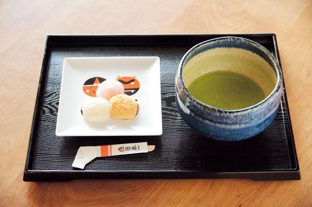 3種のきびだんごに、ドリンクが付く岡山セット(500円)/廣榮堂 倉敷雄鶏店
