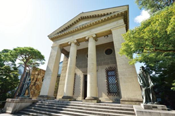 荘厳なギリシャ神殿風の本館/大原美術館