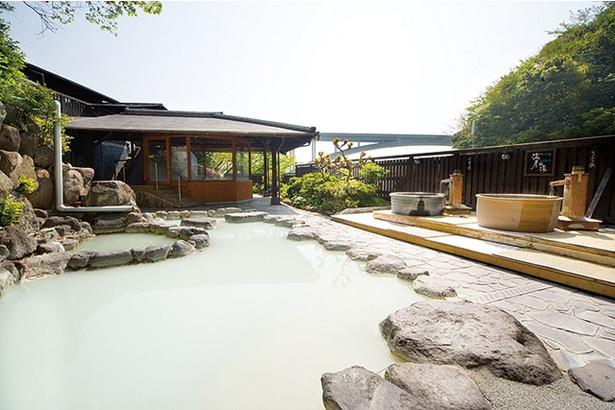 湯屋えびす / 大浴場は単純泉の温泉と白濁した乳白色の温泉