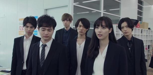 新川優愛主演作、最終回で生駒里奈の制服姿に…男同士がキス!「待って!気になる」