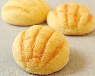 焼き立てのメロンパンは格別のおいしさ!「みなとメロンパン」(238円)