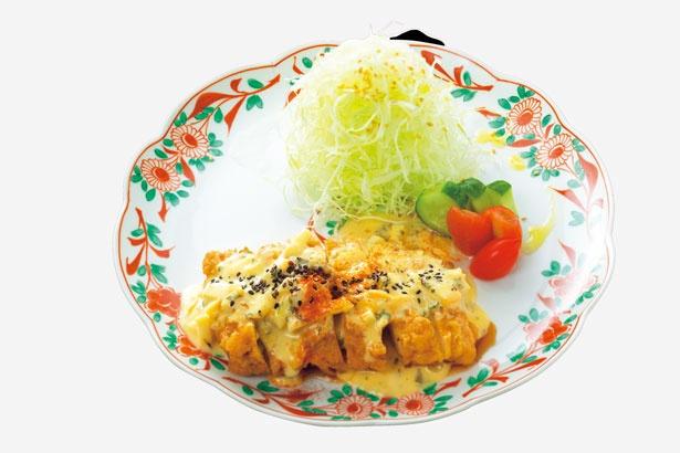 タルタルソースが味の決め手の!鶏もも肉の「チキン南蛮」の膳 手作りタルタルソース(900円)/鶏水炊き・焼鳥 健美宴
