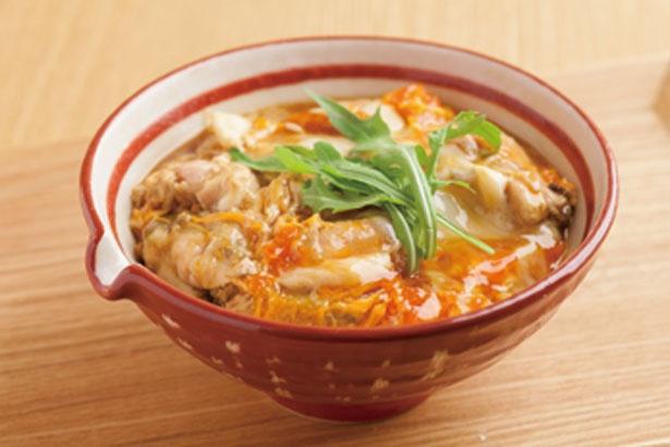 「ほんとに美味しい親子丼」(900円)も要チェック/鶏水炊き・焼鳥 健美宴