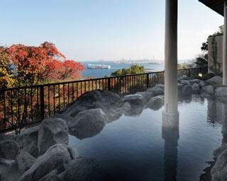 神崎温泉 天海の湯 / タイミングがよければ別府湾を航行する大型船舶の姿を見ることができる