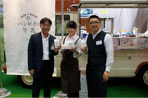 株式会社カネカ、乳製品事業開発担当の吉岡敏志氏(左)