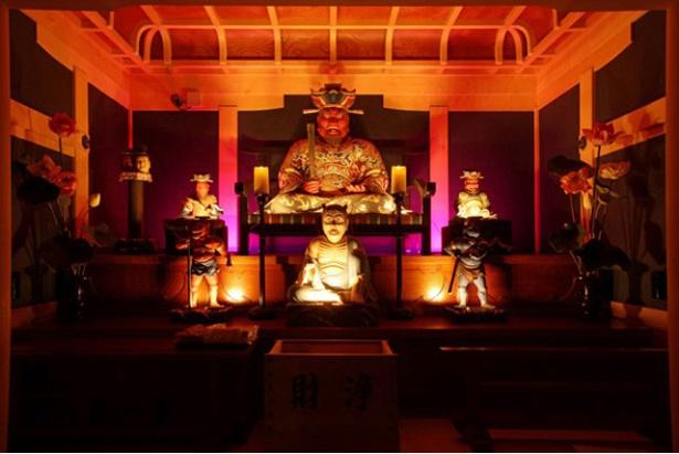 開催時の海元寺。「閻魔堂」「観音堂」が神々しくライトアップされる
