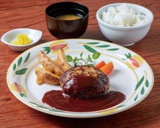 牛肉と豚肉を配合したミンチ肉を、独自の製法で肉汁を閉じ込めて焼き上げたオリジナルハンバーグ(700円・180g)、(900円・300g)/とくら京都三条店