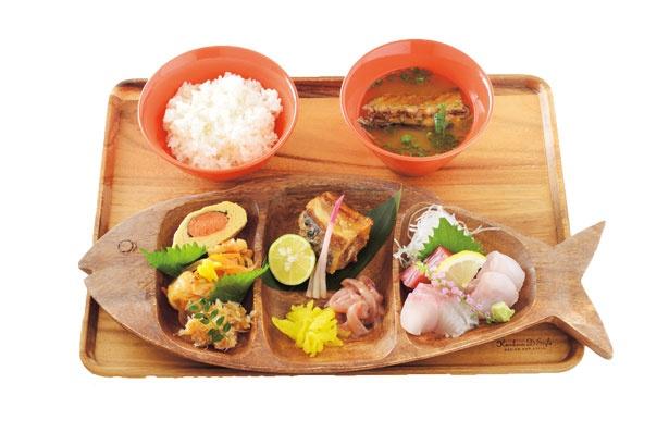 老舗の手にかかると旨い魚はこうなる!「Sakanaya Uohide」魚屋のランチプレート