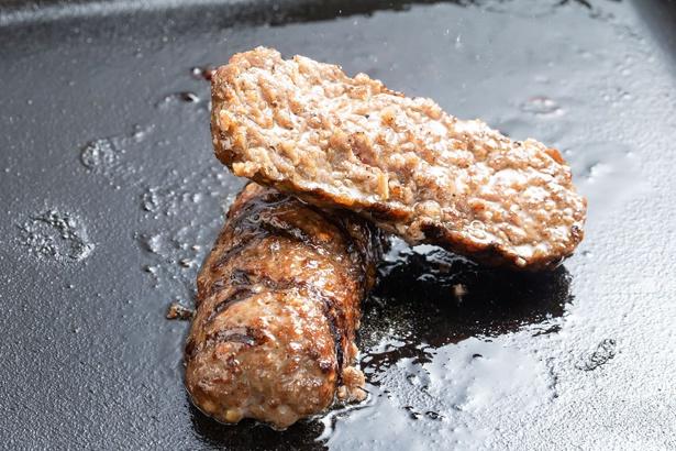 超ジューシーな味わい!「牛肉100%ハンバーグ」(約180g税抜880円、約360g税抜1760g)