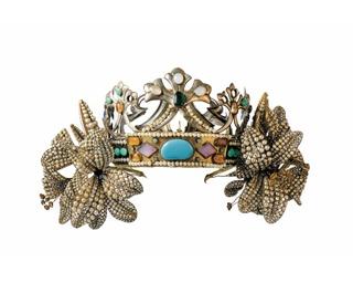 アルフォンス・ミュシャがデザイン、ルネ・ラリックが制作した「舞台用冠 ユリ」(1895年頃、箱根ラリック美術館蔵)