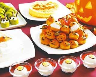 イタリア産チーズを使ったティラミスなど、20種類以上のスイーツや軽食を味わえる/四日市都ホテル