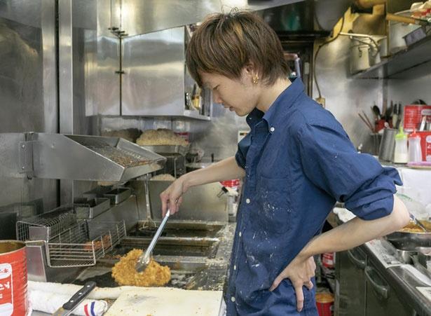 冷凍物を使わず、手作りの素材を使用することが安さとおいしさの秘密/ハイライト食堂 百万遍店