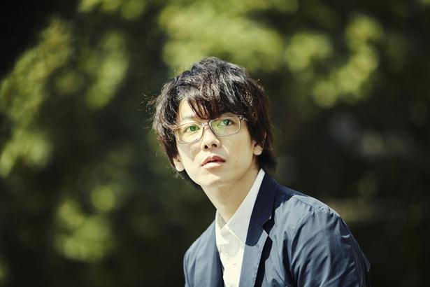 10月19日(金)公開の『億男』より、宝くじ当選により数奇な運命をたどる一男(佐藤健)。