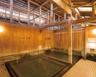武雄温泉 元湯 / 旅情をそそる、明治9年建築のレトロな空間