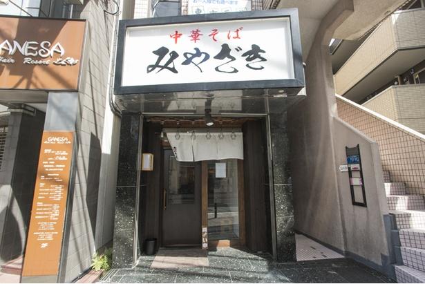 小田急線向ヶ丘遊園駅北口からすぐの場所にある