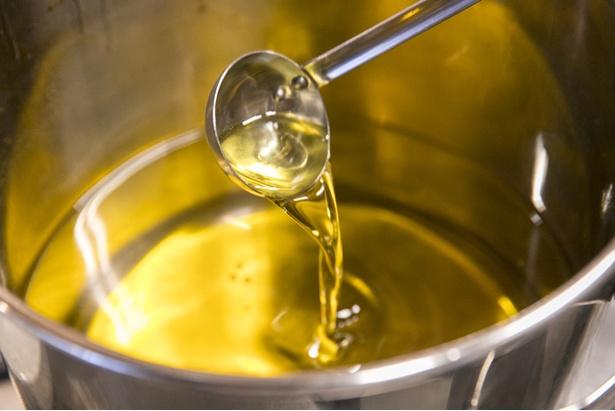 スープのほか、鶏油にも大山どりのエキスが詰まっている。高級地鶏ならではの豊かな香りが特徴でスープを上品に仕上げる