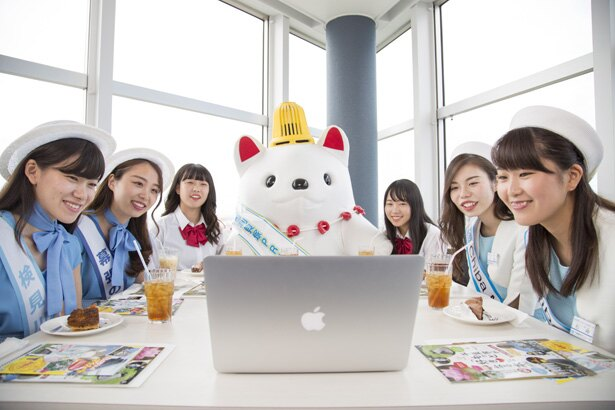 千葉ポートタワーでの会議には加曾利貝塚PR大使「かそりーぬ」(中央)も参加した