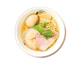 「本節塩らー麺」 (820円)+「味玉」 (120円) 丸鶏&節の進化したダブルスープは 飲み干したくなる深い味わい