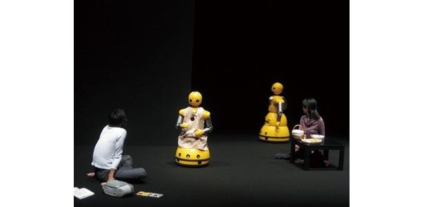 ロボットと人の演劇/平田オリザ+石黒浩研究室(大阪大学)ロボット版「森の奥」