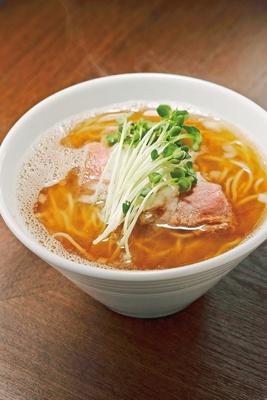 「麺屋 グラフミ」の「煮干し醤油ラーメン」(850円)