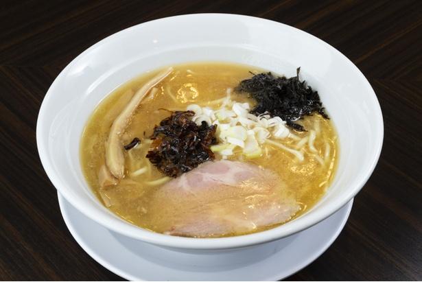 濃厚ながらあと味のいい鶏白湯が特徴の「鶏白湯麺」(750円)