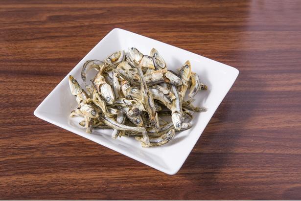 魚介スープには瀬戸内産の煮干しを使用。鶏白湯と合わせても負けない煮干しの香りを引き出している