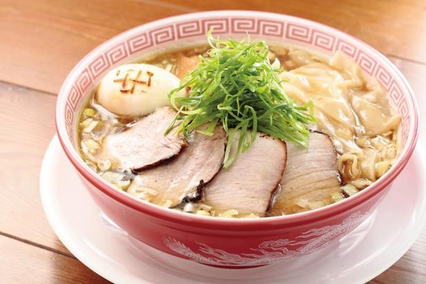 【写真を見る】「焼干し中華そば  特製醤油そば」(970円)/「麺切り 白流」