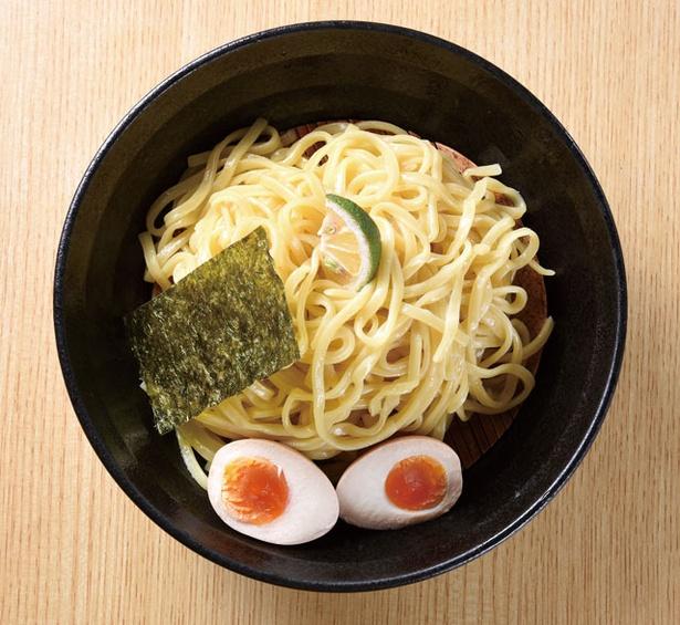 博多中華そば まるげん / 「平麺つけそば」(730円)、もっちりとした麺が具を絡め取る