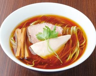 醤油を極めた店主が作る 美味・美麗な一杯!「らぁ麺 紫陽花」の「醤油らぁ麺」(730円)