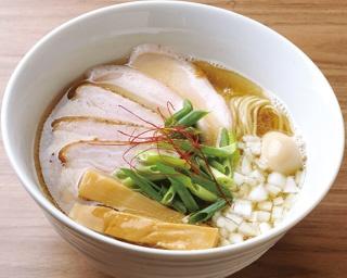 見事1位に輝いた「実垂穂」の「無添加魚介出汁の 中華そば 塩 上」(900円)。その透き通るようなスープには、思わず見とれてしまう!