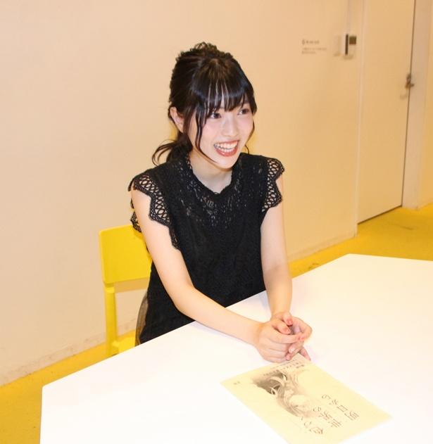 瞳美との共通点は「積極的に話しにいったりとかっていうのができなくて。私も人見知りなんで」