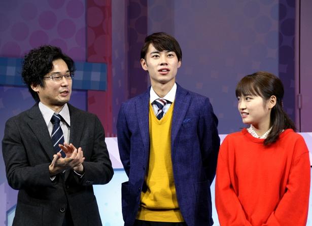 嫌味な上司を演じる山崎樹範(写真左)だが、会見では笑いを誘うコメントを連発