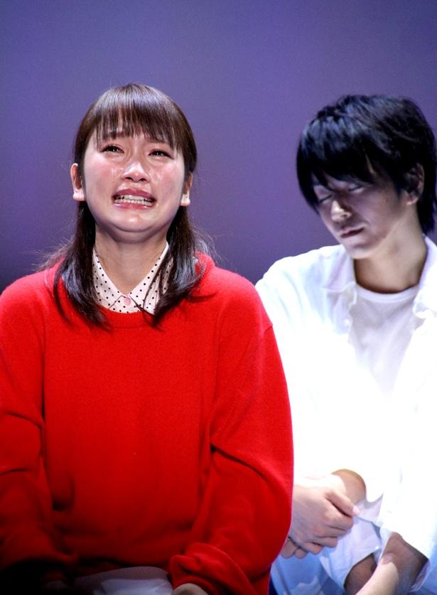 泣くシーンが多い川栄李奈。「客席が近いので、前の席の方たちはリアルにお芝居を感じていただけるんじゃないかなって思います」と話す