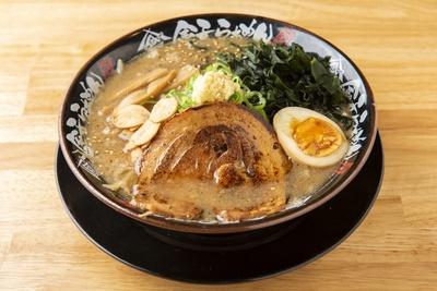 「金子の特製赤味噌らぁめん」(853円)。北海道と長野の赤味噌をブレンド