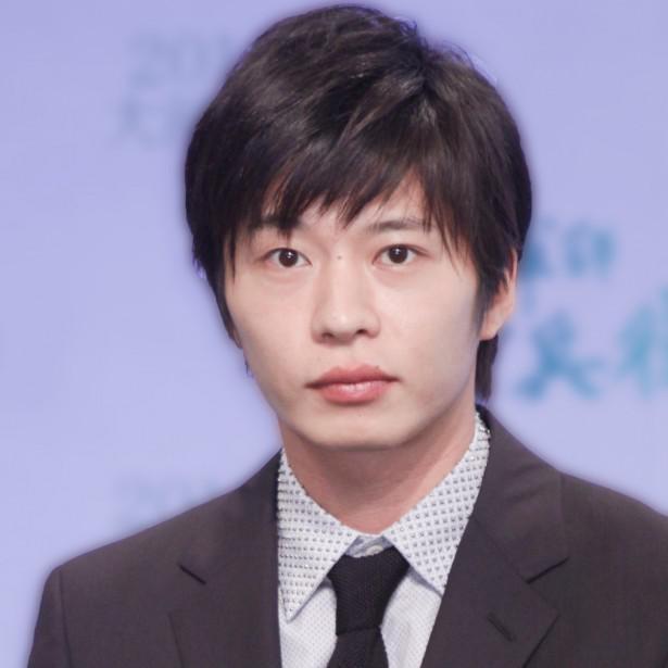 【写真を見る】怒っている表情と笑顔の可愛さのギャップがSNSで話題を呼んだ田中圭
