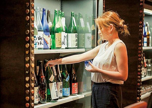 80種そろう日本酒は新しい銘柄が続々登場/おざぶ