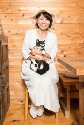 ティールーム June Berryのオーナー、柱太眞子さん「看板猫のぷりんちゃんとお待ちしています!」