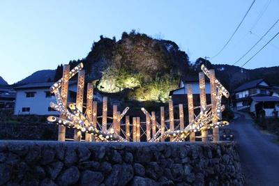 棚田交流館のそばに、竹あかりオブジェが登場。写真は今年3月に開催した時の様子