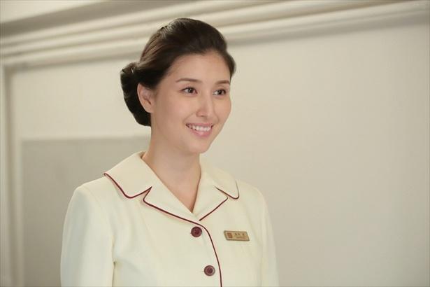 フロント係のエース・恵(橋本マナミ)も美しい!朝から眼福な「まんぷく」女性陣