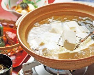 湯豆腐御膳 竹(3300円) ※写真は湯豆腐のみ2人前/料庭 八千代
