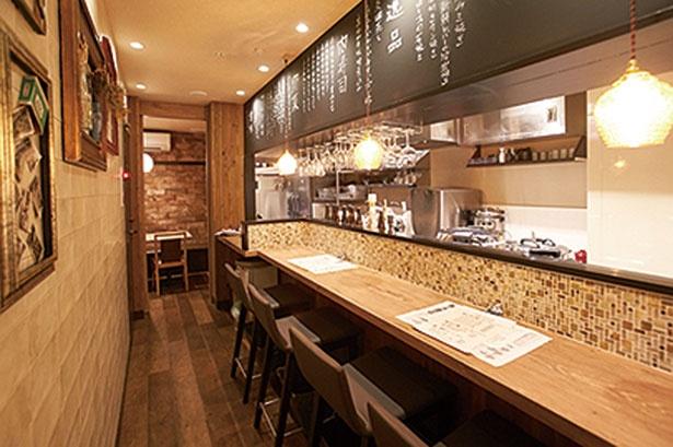 1階はカウンター、2階は個室/肉割烹バル 牛牛 祇園本店