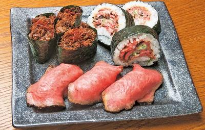 【写真を見る】程よいサシが入った国産牛をそれぞれに味付けを変えて提供する国産牛肉寿司定食(1188円)/佰食屋肉寿司専科