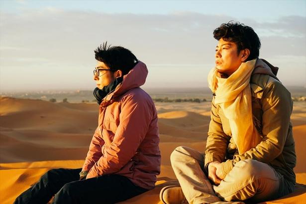 一男(佐藤健)と九十九(高橋一生)は大学時代に2人でモロッコを旅行する
